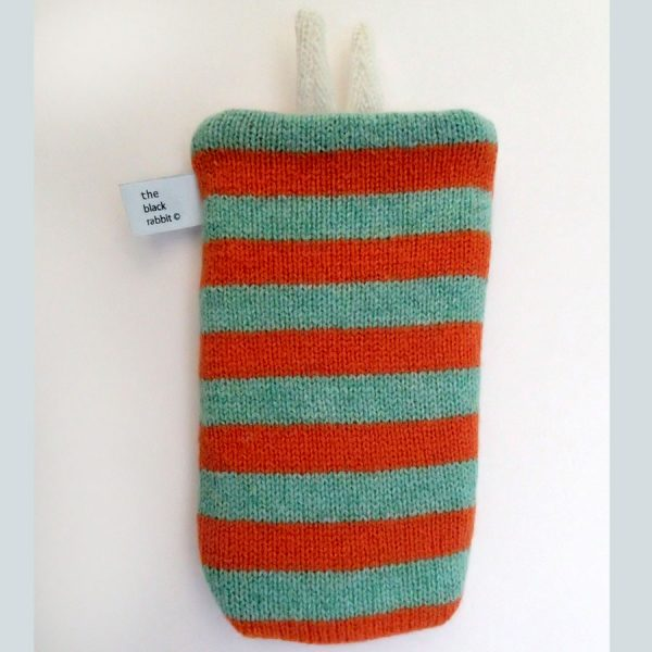 handmade knitted phonce cover by the black rabbit