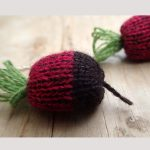handmade beetroot knitted necklace by the black rabbit